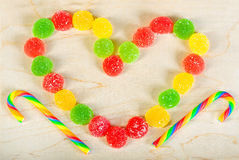 Vue les bonbons colorés à un fond des sucreries de sucre Photographie stock