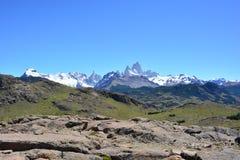 Vue lointaine de la crête de Fitz Roy, en parc national de visibilité directe Glaciares, EL Chaltén, Argentine Photos stock