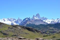 Vue lointaine de la crête de Fitz Roy, en parc national de visibilité directe Glaciares, EL Chaltén, Argentine Images libres de droits