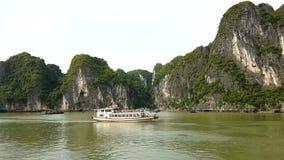 Vue long de jour en mer de baie du Vietnam ha clips vidéos