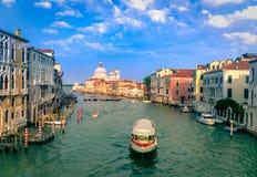Vue magnifique de Grand Canal et de la basilique Santa Maria della Salute image libre de droits