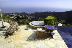 Vue magnifique par la piscine Images stock