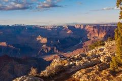 Vue majestueuse du canyon grand au crépuscule Images libres de droits