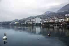 Vue merveilleuse par un matin brumeux à Montreux photo stock
