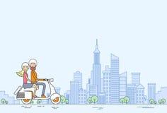 Vue moderne de ville de scooter de Moorcycle de tour de couples Image stock