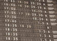 Vue modifiée la tonalité de détail d'un conseil typique de l'information d'aéroport Photos stock