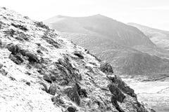 Vue noire et blanche des montagnes en kerry Photographie stock