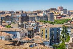 Vue panoramique à Catane du dôme du ` Agata de Badia di Sant, avec le château d'Ursino La Sicile, Italie photographie stock libre de droits