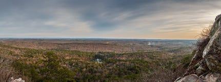Vue panoramique à partir d'un dessus de montagne image stock