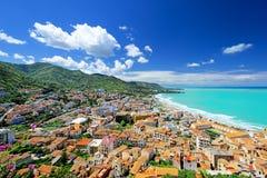 Vue panoramique aérienne de ville Cefalu Photographie stock