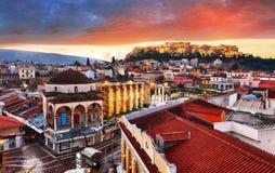 Vue panoramique au-dessus de la vieille ville d'Athènes et du temple de parthenon de l'Acropole pendant le lever de soleil image stock