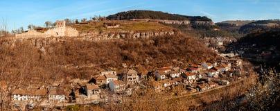 Vue panoramique au-dessus de la vieilles ville et rivi?re de Yantra images stock
