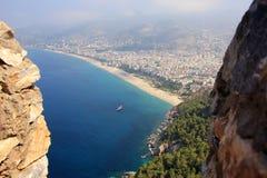Vue panoramique au-dessus de la ville et de la mer Méditerranée franc d'Alanya de turc Photo stock