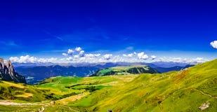 Vue panoramique au-dessus de montagne de Schlern au Tyrol du sud photo stock