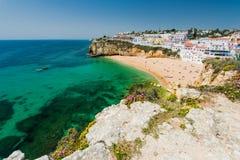 Vue panoramique au-dessus de village de pêcheur de Carvoeiro, Portugal Photographie stock
