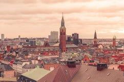 Vue panoramique au-dessus des dessus de toit de Copenhague, Danemark image stock