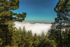 Vue panoramique au-dessus des nuages photos stock