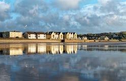 Vue panoramique aux bâtiments de bord de mer Image libre de droits