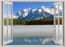 Vue panoramique aux montagnes canadiennes des Rocheuses Image libre de droits