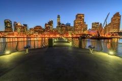 Vue panoramique claire de San Francisco Downtown la nuit Photos libres de droits