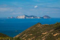 Vue panoramique d'île de Palmarola au Latium pendant la saison d'été Image stock