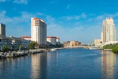 Vue panoramique d'île de port, de pont de Bd. d'île de port de S et d'hôtel de Marriot photographie stock