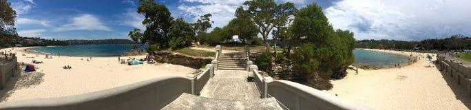 Vue panoramique d'île de Rocky Point à la plage de Balmoral images stock
