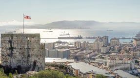 Vue panoramique d'architecture au Gibraltar, territoire d'outre-mer britannique photographie stock libre de droits