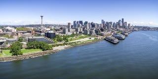 Vue panoramique d'hélicoptère de Seattle, Washington Waterfront sur S Photos libres de droits