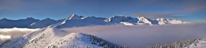 Vue panoramique d'hiver de la montagne occidentale de Tatra Crête de Wolowiec Images libres de droits