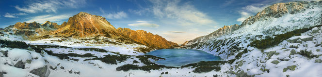 Vue panoramique d'hiver de la vallée de cinq lacs Photographie stock libre de droits