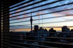 Vue panoramique d'horizon d'Auckland au sunriser - Nouvelle-Zélande Image libre de droits