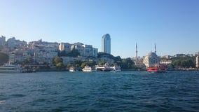 Vue panoramique d'Istanbul Paysage urbain de panorama de canal de touristes célèbre de détroit de Bosphorus de destination Paysag photographie stock