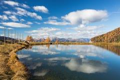 Vue panoramique d'un lac de storge dans Nassfeld dans Carinthie Image libre de droits