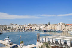 Vue panoramique d'un port touristique. Photo stock