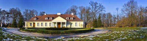 Vue panoramique d'une maison de campagne traditionnelle Photo stock