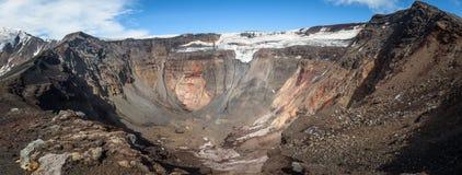 Vue panoramique dans le cratère du volcan de Tolbachik photo libre de droits