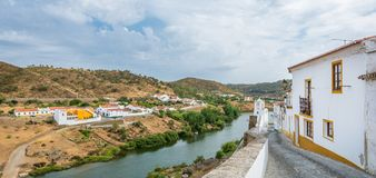 Vue panoramique dans Mertola, secteur de Beja, Portugal image stock