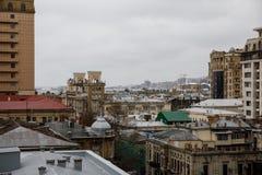 Vue panoramique de Bakou Ciel nuageux downtown Capitale de l'Azerbaïdjan Images stock