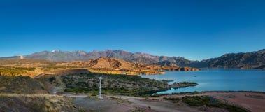 Vue panoramique de barrage d'Embalse Potrerillos près de visibilité directe les Andes de Cordillère De - province de Mendoza, Arg photo stock