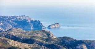Vue panoramique de cap d'Ordonnateur national de La dans Javea, Espagne Vue de del Sol Mountain de Cumbre photo stock