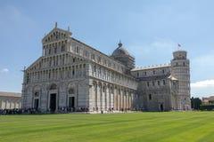 Vue panoramique de cathédrale de Pise et de tour de Pise photo libre de droits