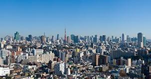 Vue panoramique de ciel bleu au-dessus de Tokyo du centre Photos libres de droits