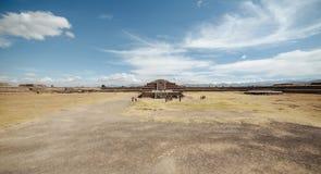 Vue panoramique de citadelle et de pyramide de Quetzalcoatl aux ruines de Teotihuacan - Mexico Image libre de droits