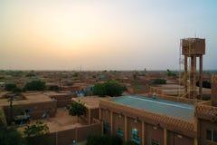 Vue panoramique de coucher du soleil aérien à la vieille ville d'Agadez, air, Niger Photo libre de droits