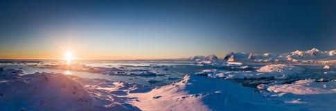 Vue panoramique de coucher du soleil de l'Antarctique image libre de droits