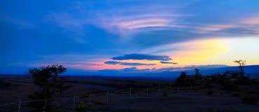 Vue panoramique de coucher du soleil majestueux de point de vue de musée de Jaggar image stock