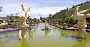 Vue panoramique de fontaines de parc de Bogota Jaime Duque banque de vidéos