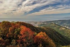 Vue panoramique de Gênes vue des collines environnantes pendant la chute Photos libres de droits