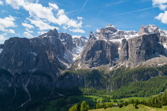 Vue panoramique de groupe de Sella en dolomites, Italie Photos stock
